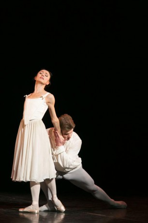 Manon - Sir Kenneth MacMillan, Photo © Sakari Viika, Manon - Petia Ilieva, Des Grieux - Michal Krcmar (16)
