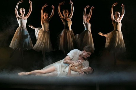 Manon - Sir Kenneth MacMillan, Photo © Sakari Viika, Manon - Petia Ilieva, Des Grieux - Michal Krcmar (17)