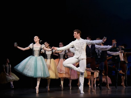 Swan lake 2017 - Kenneth Greve, EunJi Ha Michal Krcmar Prince, Photo Mirka Kleemola  (5)