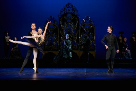 Swan lake 2017 - Kenneth Greve, EunJi Ha Michal Krcmar Prince, Photo Mirka Kleemola  (20)