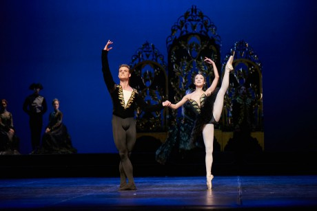 Swan lake 2017 - Kenneth Greve, EunJi Ha Michal Krcmar Prince, Photo Mirka Kleemola  (21)