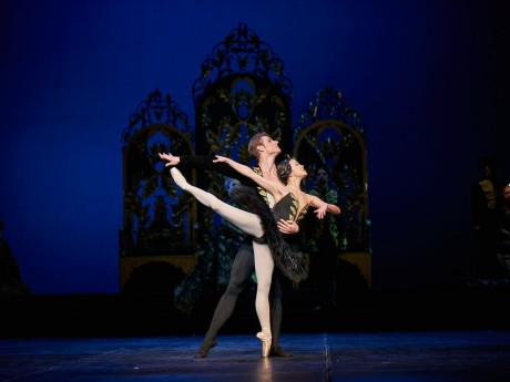 Swan lake 2017 - Kenneth Greve, EunJi Ha Michal Krcmar Prince, Photo Mirka Kleemola  (23)