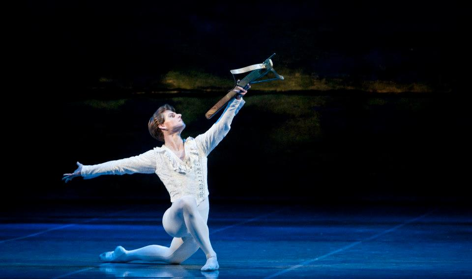 Swan lake Photo© Martin Divisek Prague State opera Alina Nanu and Michal Krcmar (8)