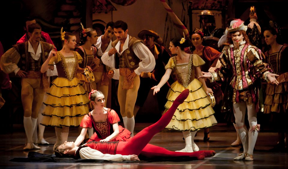 Don Quijote choreography Jaroslav Slavicky Photo © Martin Divisek Prague State Opera Alina nanu and Michal Krcmar  (7)
