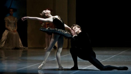 Swan lake Photo© Martin Divisek Prague State opera Alina Nanu and Michal Krcmar (1)