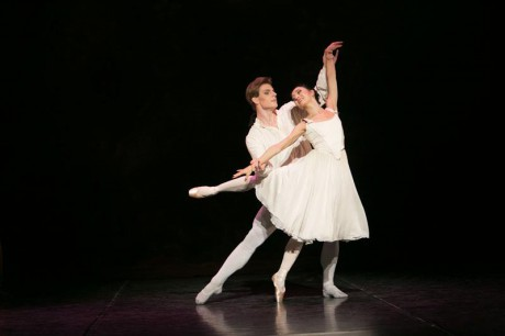Manon - Sir Kenneth MacMillan, Photo © Sakari Viika, Manon - Petia Ilieva, Des Grieux - Michal Krcmar (6)