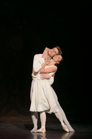 Manon - Sir Kenneth MacMillan, Photo © Sakari Viika, Manon - Petia Ilieva, Des Grieux - Michal Krcmar (8)