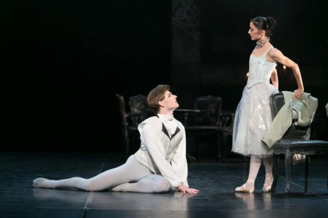 Manon - Sir Kenneth MacMillan, Photo © Sakari Viika, Manon - Petia Ilieva, Des Grieux - Michal Krcmar (10)