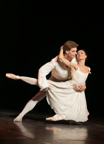 Manon - Sir Kenneth MacMillan, Photo © Sakari Viika, Manon - Petia Ilieva, Des Grieux - Michal Krcmar (12)