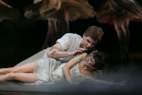 Manon - Sir Kenneth MacMillan, Photo © Sakari Viika, Manon - Petia Ilieva, Des Grieux - Michal Krcmar (18)